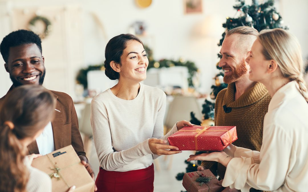 3 Inexpensive Ways You Can Give Back This Christmas